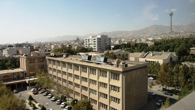 دانشکده فنی- ساختمان دانشکده ی برق و آن سوتر مکانیک در پناه برج میلاد!