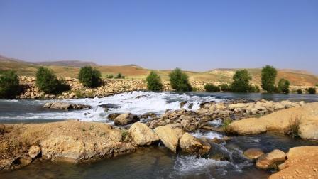 رودخانه ی جوب آسیاب در کنار جاده ی شهر کرد- کوهرنگ