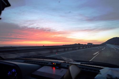 طلوع آفتاب در جاده ی قم کاشان