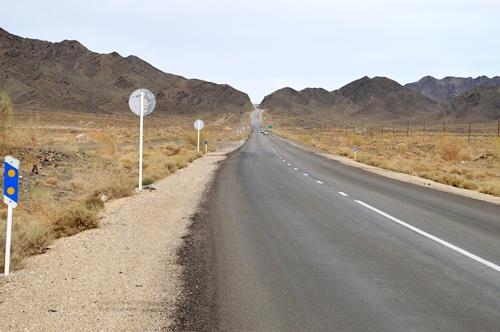 جاده خور و بیابانک به طبس