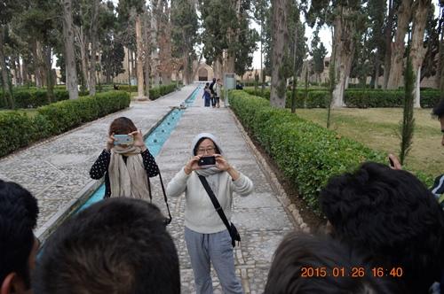 وقتی خانم های چینی از ما پسرهای ایرانی هی عکس می گیرند